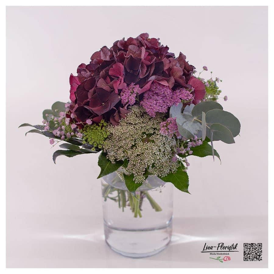 Blumenstrauß mit Hortensie, rosa Schleierkraut, Ami und Eukalyptus