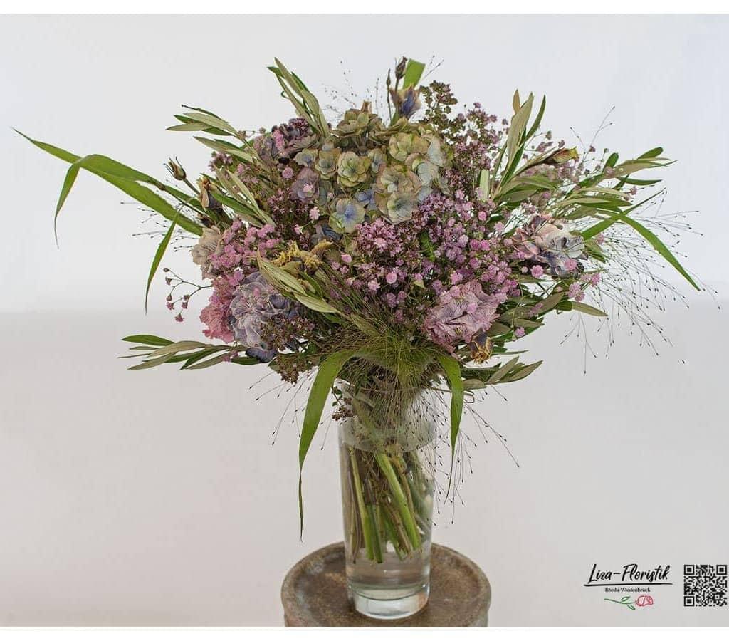 Blumenstrauß mit Hortensie, Nelken und Lisianthus