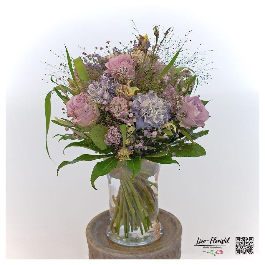 Blumenstrauß mit Lisianthus und rosa Ecuador Rosen