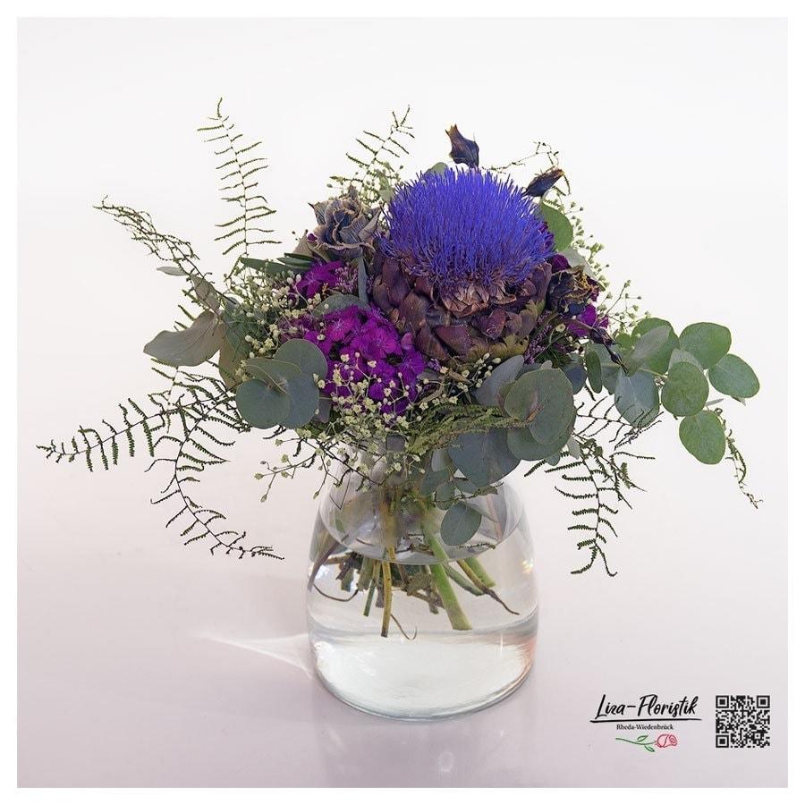 Blumenstrauß mit Königsprotea, Bartnelken und Eukalyptus