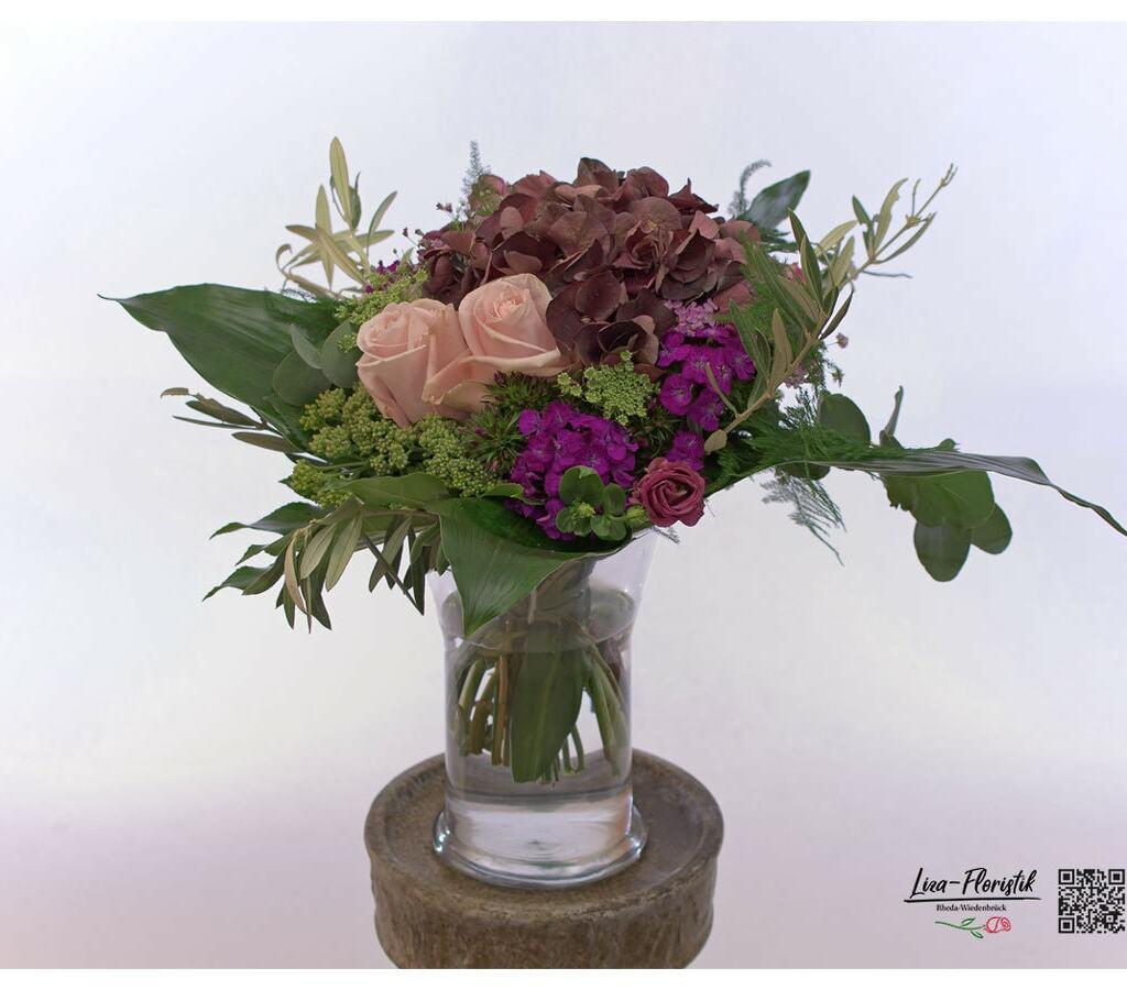 Blumenstrauß mit Hortensie, Ecuador Rose, Bartnelken, Olive, fette Henne und Lisianthus