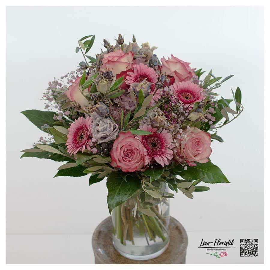 Blumenstrauß mit Rosen, Lisianthus, Gerbera, rosa Schleierkraut und Olive