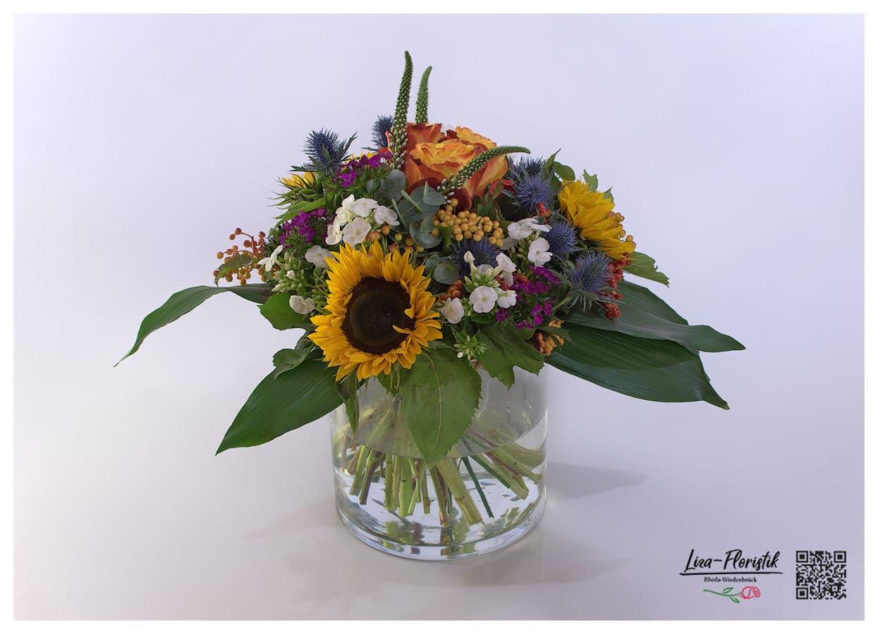 Bunter Sommerstrauß mit Sonnenblumen, Rosen,Disteln