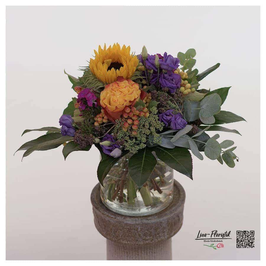 Blumenstrauß mit Sonnenblume, Lisianthus, Eukalyptus und Ecuador Rose