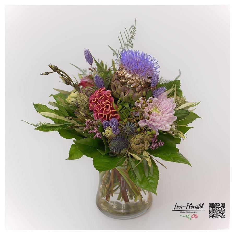 Blumenstrauß mit Artischocke, Celosie, Chrysantheme Statice und Distel