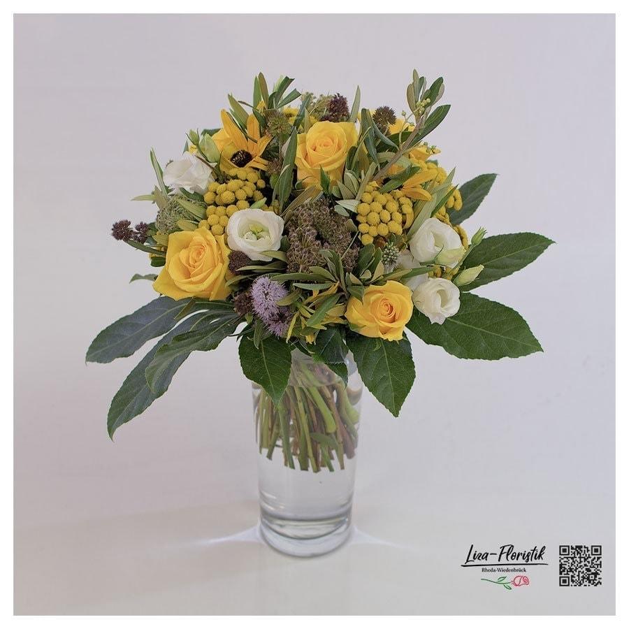 Blumenstrauß mit gelben Rosen, Lisianthus, Olive und Minze