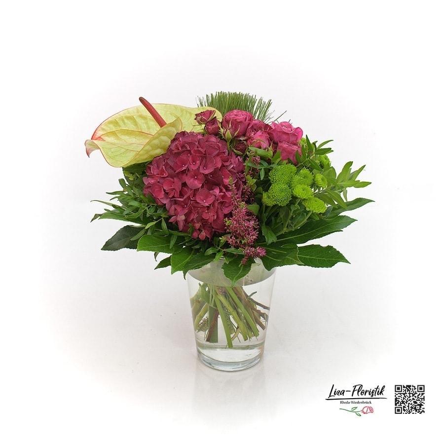 Blumenstrauß mit Hortensien, Anthurie, Rosen, Santini, und Papyrus