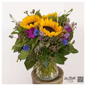 Sonnenblumen, Bartnelken und Kornblumen