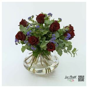 Blumenstrauß mit roten Rosen Explorer, Ageratum und Eukalyptus