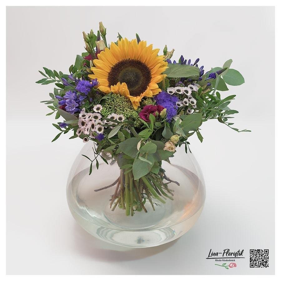 Blumenstrauß mit Sonnenbluen, Lisianthus, Eukalyptus, Chrysanthemen, Ageratum und Sedum