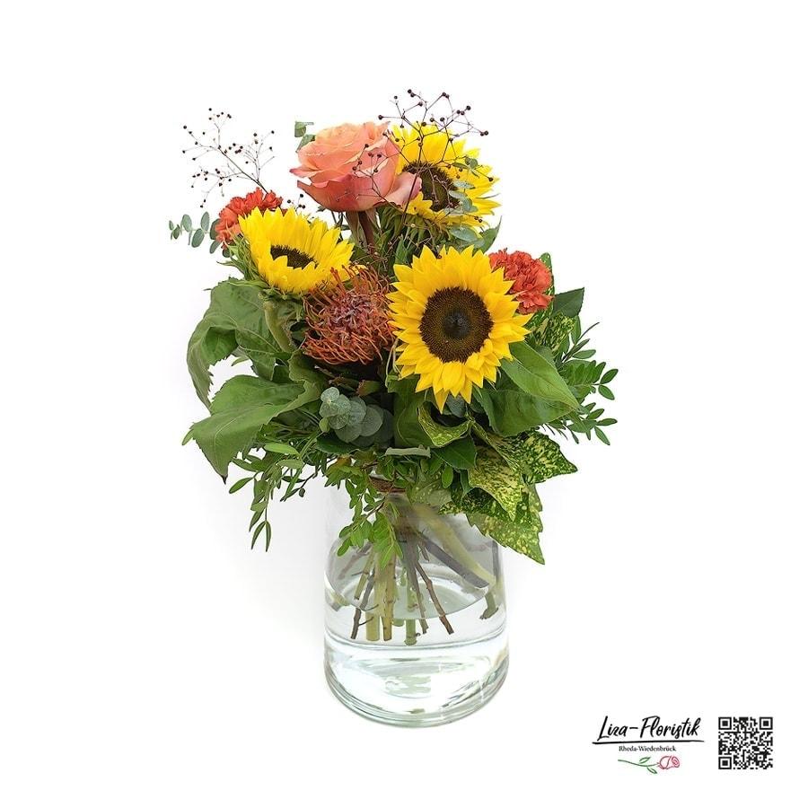 Blumenstrauß mit Sonnenblumen, Rose, Protea, Nelken und Eukalypthus