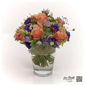 Blumenstrauß mit Rosen, Froschlöffel und Ami Majus