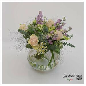 Rosen, Eukalyptus und Rittersporn
