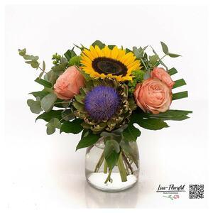 Blumenstrauß mit Sonnenblume, Artischocke und Ecuador Rose
