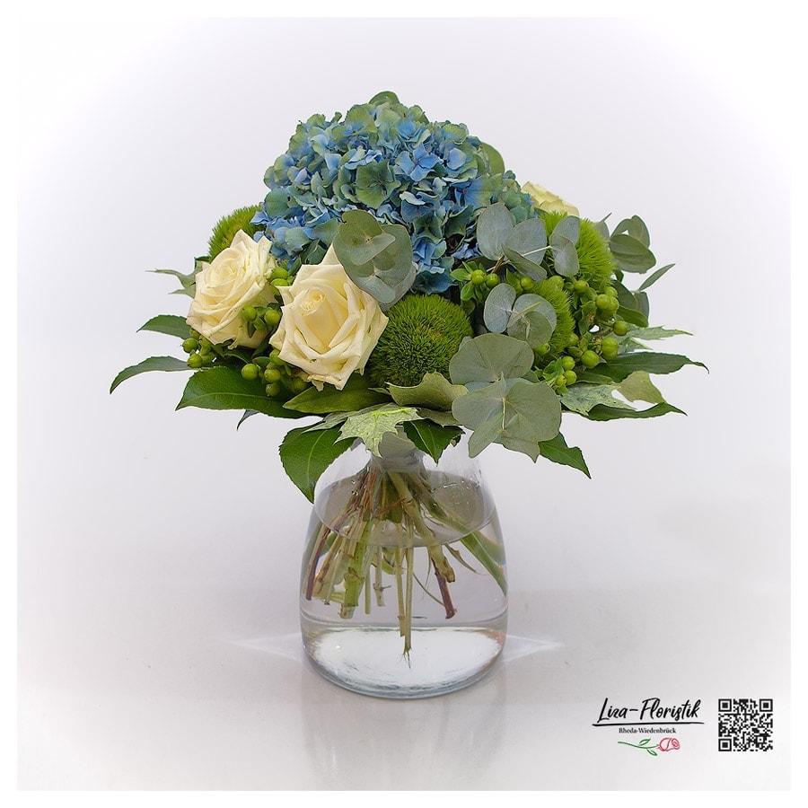 Blumenstrauß mit französischer Hortensie, Ecuador Rosen , Bartnelken und Eukalyptus