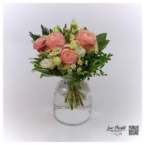 Blumenstrauß mit Kamille, Lisianthus und Rosen