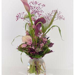 Blumenstrauß mit Calla, Ami Majus, Schleierkraut und Knallerbsen