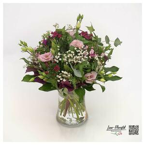 Blumenstrauß mit Lisianthus, Bartnelken, Schleierkraut, Efeu und Eichenlaub