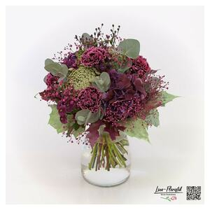 Blumenstrauß mit Nelken, Hortensien Ammi Majus und Astern