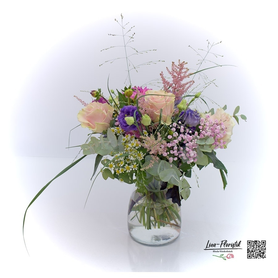 Blumenstrauß mit rosa Ecuador Rosen, Lisianthus, Eukalyptus, Kamille und Gerbera
