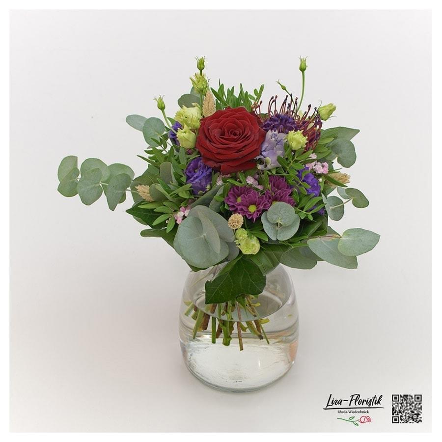 Blumenstrauß mit Ecuador Rose Explorer, Eukalyptus, Lisianthus und Santini