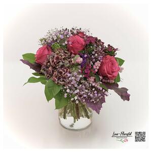 Blumenstrauß mit Rosen, Hortensien  und Knallerbsen