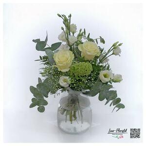 Blumenstrauß mit Ecuador Rosen, grünem Schleierkraut, Lisianthus, Celosie und Eukalyptus