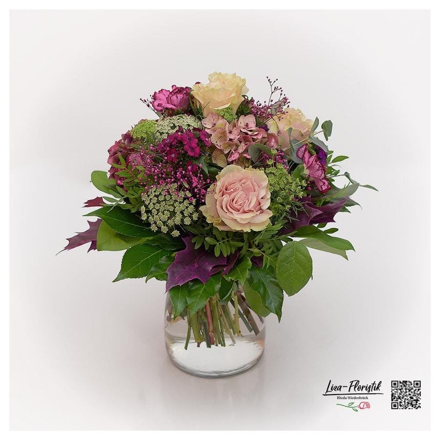 Blumenstrauß mit Ecuador Rosen Pink Mondial, Bartnelken, französische Hortensien, Ammi Majus, Nelken, Schleierkraut und Eichenlaub