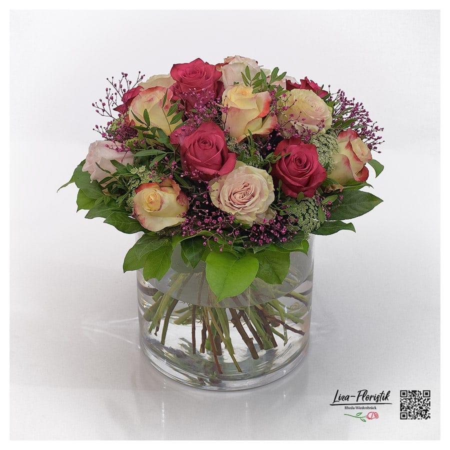 Blumenstrauß mit Ecuador Rosen, Aubade, Paloma, Boulevard, Schleierkraut und Ammi Majus