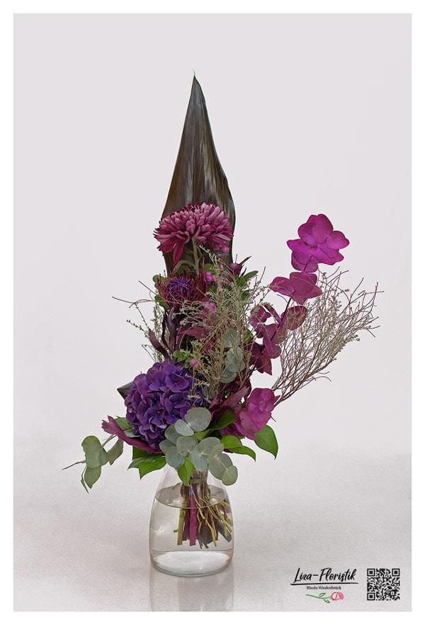 Blumenstrauß mit Chrysantheme, Nadelkissenprotea, Hortensie, Thymian, Eukalyptus und Knallerbsen
