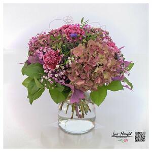 Blumenstrauß mit Hortensien, Nelken und Astern