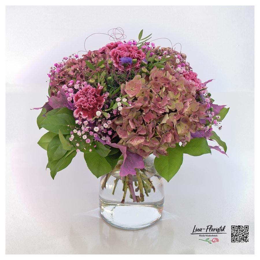 Blumenstrauß mit Hortensien, Nelken, Schleierkraut und Astern