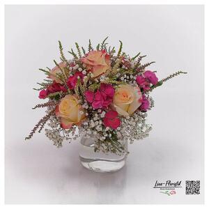 Blumenstrauß mit Rosen, Schleierkraut und Heide