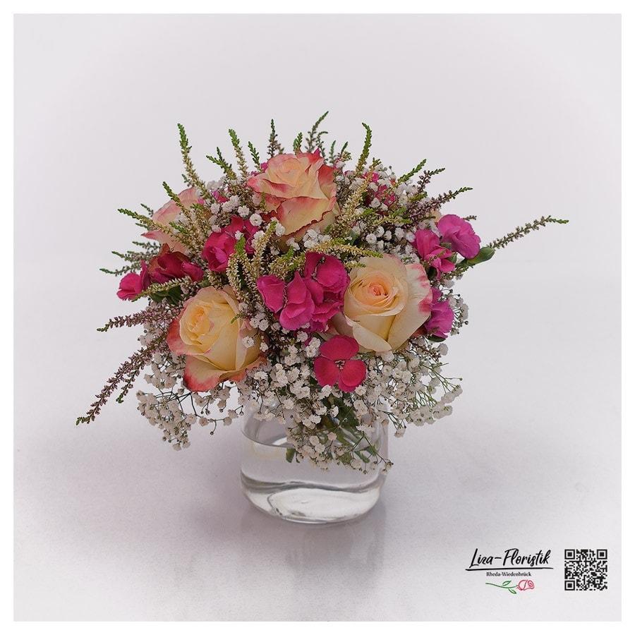 Blumenstrauß mit Ecuador Rosen, Schleierkraut, Mininelken und Heide