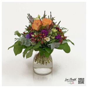 Blumenstrauß mit Rosen, Lisianthus und Gaultheria