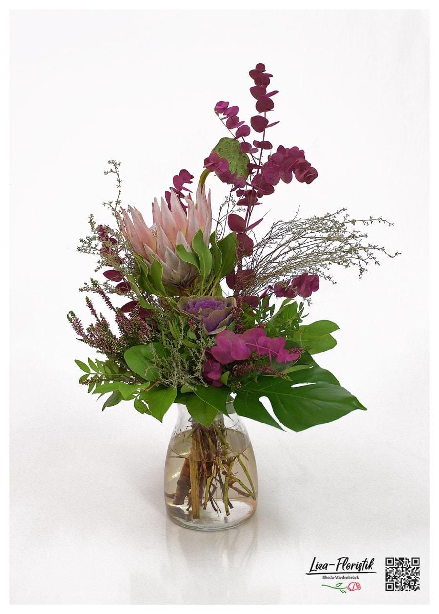 Blumenstrauß mit Königsprotea, Zierkohl, Heide, Eukalyptus, Thymian und Lotus