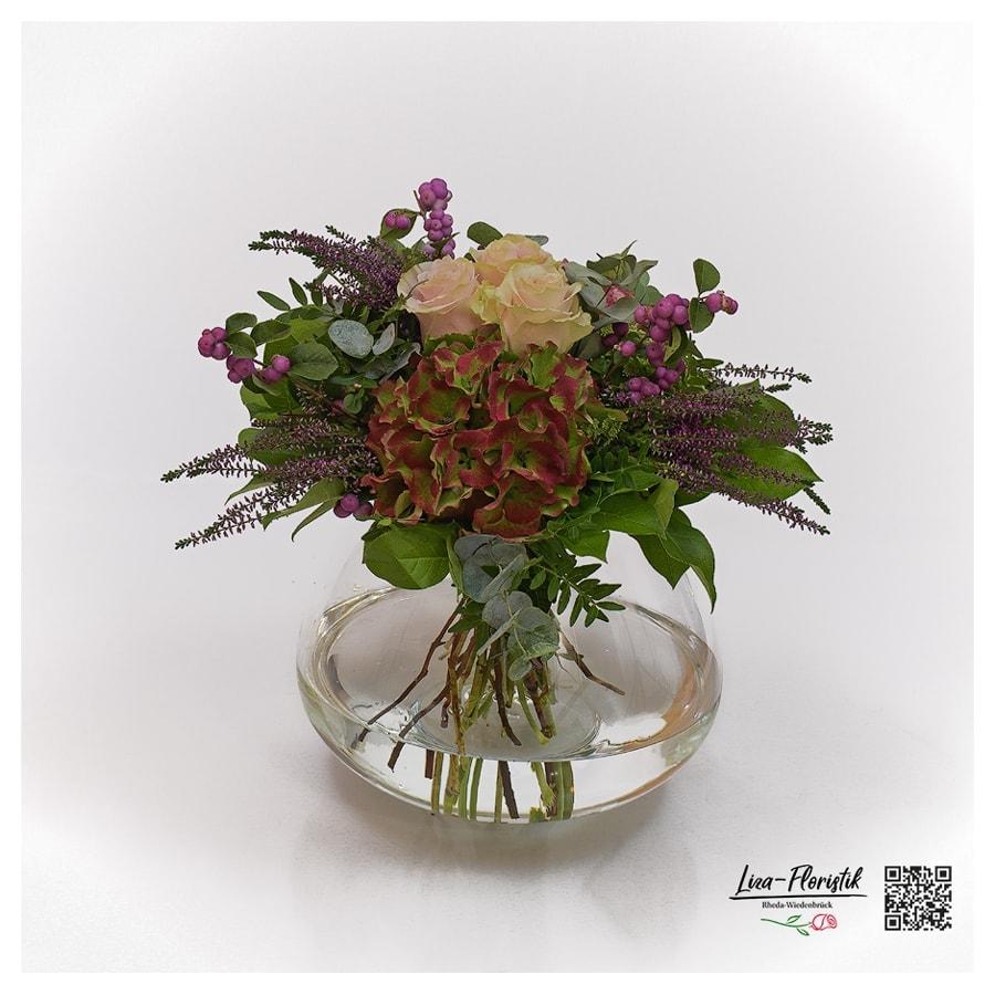 Blumenstrauß mit französischen Hortensien, Ecuador Rosen, Heide, Knallerbsen und Eukalyptus