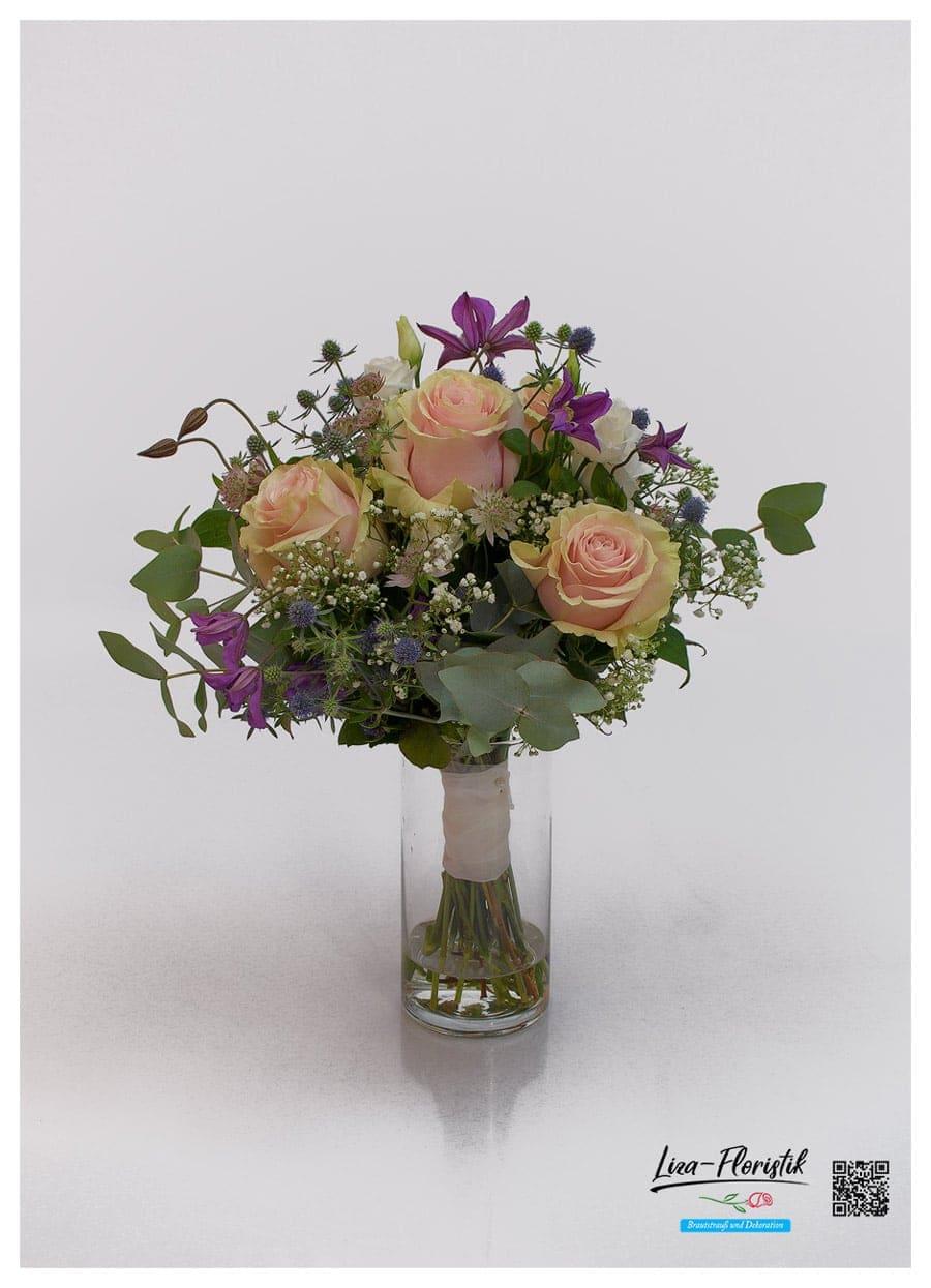 Brautstrauß mit Ecuador Rosen Pink Mondial, Eukalyptus, Schleierkraut,, Disteln, Clematis und Astrantie