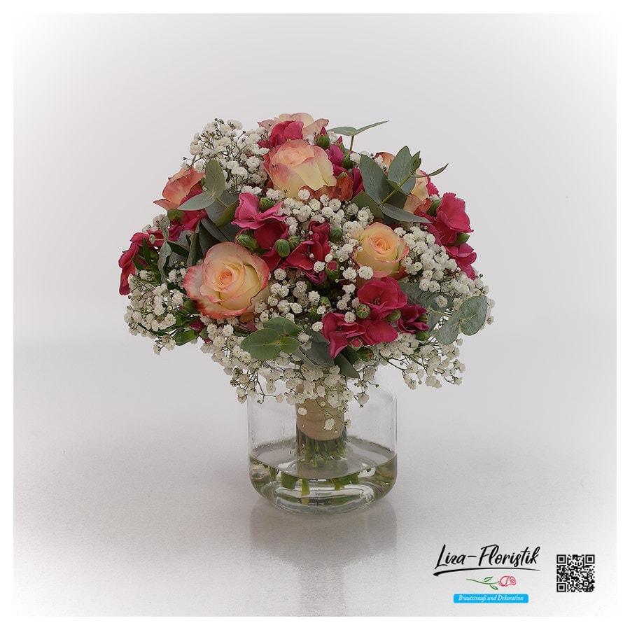 Hochzeit, Brautstrauß mit Ecuador Rosen, Eukalyptus und Mininelken