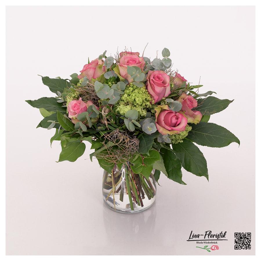 Blumenstrauß zur Petersilienhochzeit mit Ecuador Rosen, Schneeball, Eukalyptus, Spinosa und Petersilie